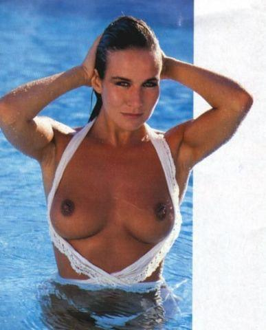 celebritie Linda Lusardi young private photos beach