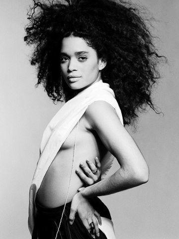 models Lisa Bonet 24 years Without panties snapshot in public