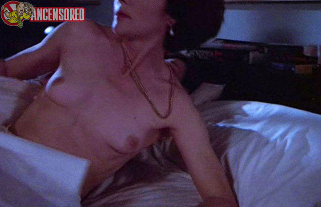 actress Lois Chiles 25 years provoking photos home