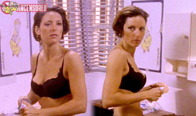 Lola Glaudini topless photography