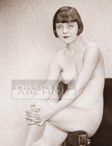 Naked Louise Brooks image