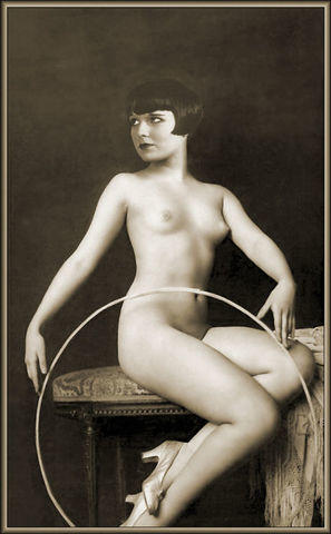 celebritie Louise Brooks 2015 lecherous photoshoot in the club