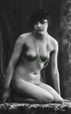 celebritie Louise Brooks 24 years melons picture home