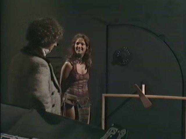 Louise Jameson topless foto