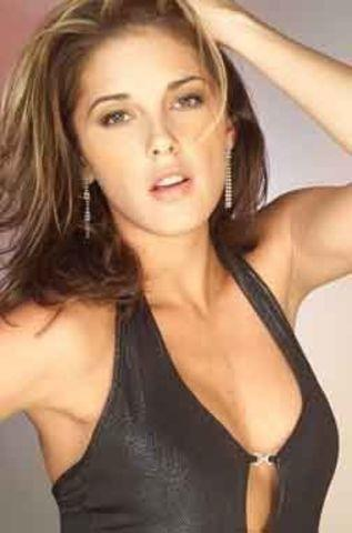 celebritie Marcela Pezet 22 years libidinous photoshoot beach