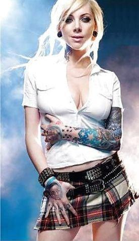 actress Maria Brink 18 years k naked photoshoot in the club
