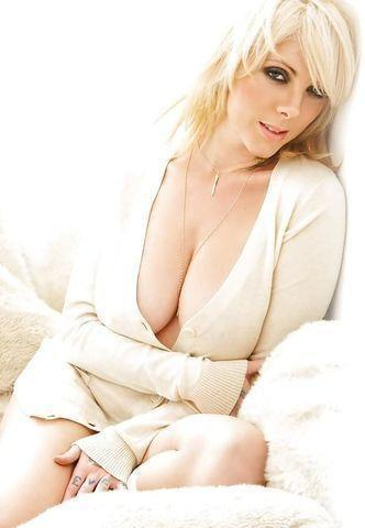 actress Maria Brink 22 years denuded pics in the club