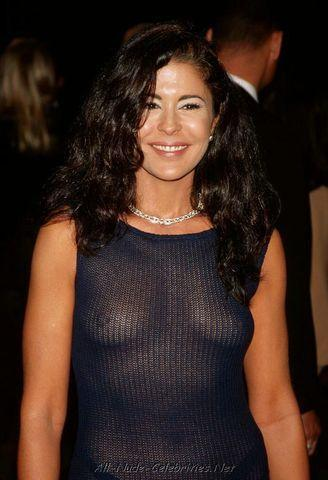 celebritie Maria Conchita Alonso 23 years spicy photo in the club
