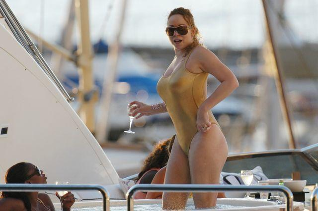 celebritie Mariah Carey 21 years naked picture home