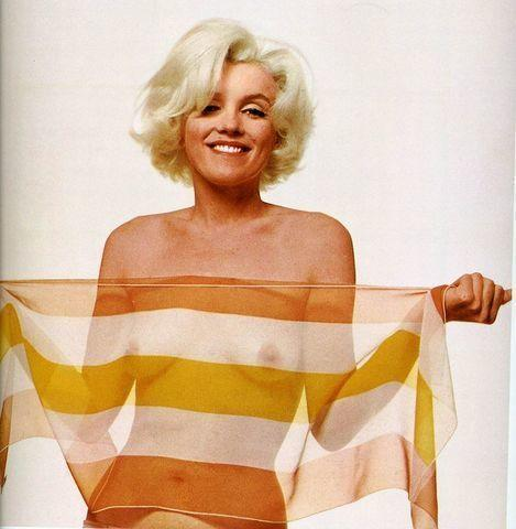 celebritie Marilyn Monroe 24 years Without bra photo in the club
