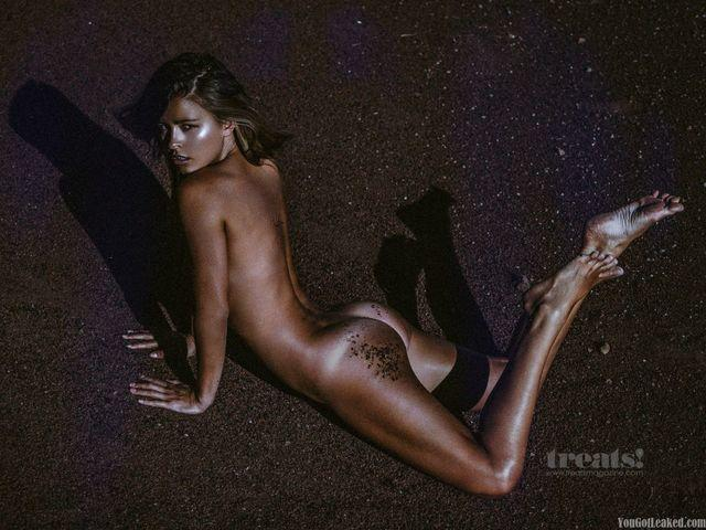 celebritie Marisa Papen 24 years buck naked photography beach