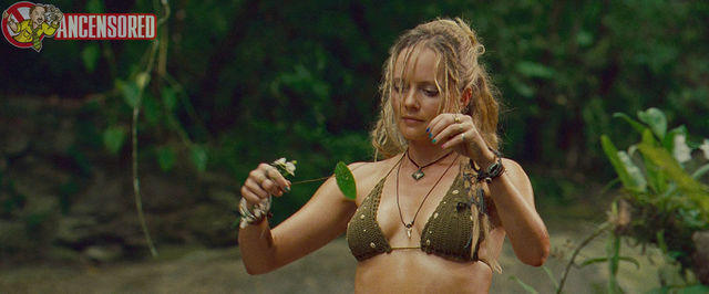 celebritie Marley Shelton 19 years bare-skinned snapshot beach