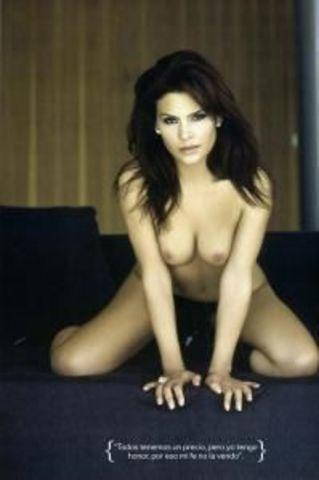 celebritie Mary Boquitas 18 years naked photography in public