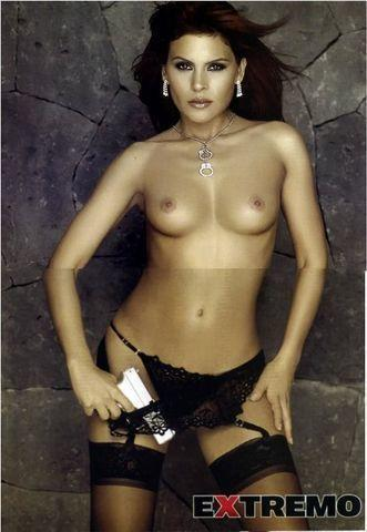 Mary Boquitas topless photo