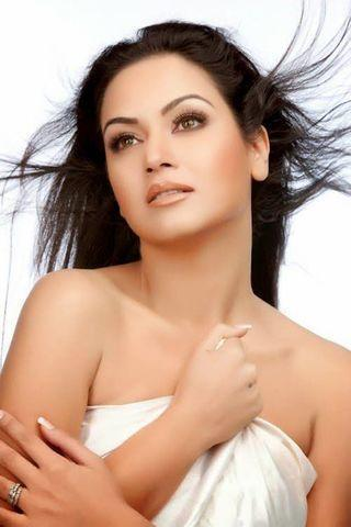 celebritie Maryam Zakaria 19 years denuded photo in public