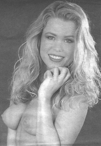 celebritie Melinda Messenger 24 years spicy photos in the club