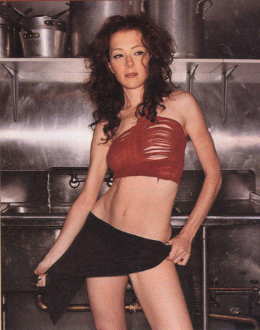 models Melissa Auf der Maur 18 years stripped picture in the club