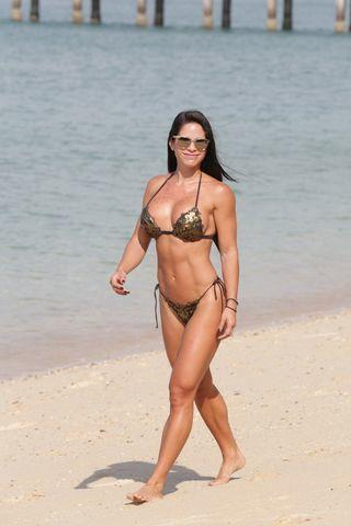 actress Michelle Lewin 20 years laid bare photos home