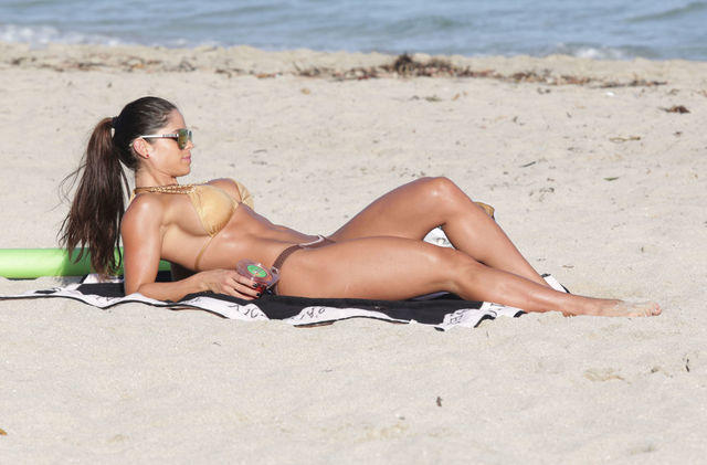 models Michelle Lewin 23 years hooters photos beach