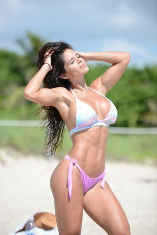 Naked Michelle Lewin foto