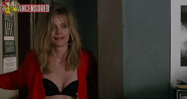 celebritie Michelle Pfeiffer 20 years lewd pics in the club