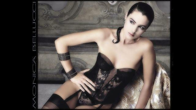 models Monica Bellucci young in one's skin snapshot in the club