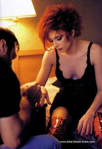 celebritie Mylène Farmer 21 years Hottest art in the club