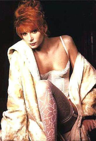 models Mylène Farmer 21 years in one's birthday suit photos in public