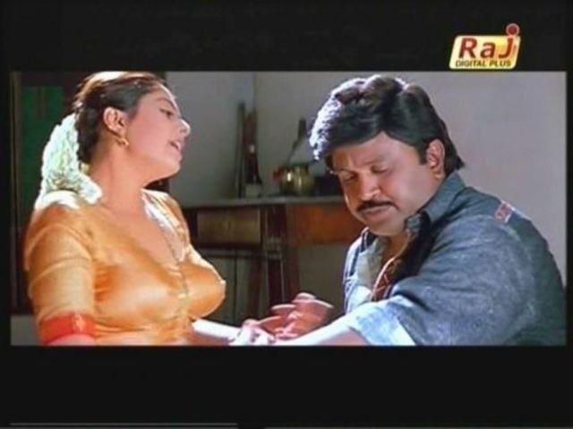 actress Nagma 21 years denuded foto in public