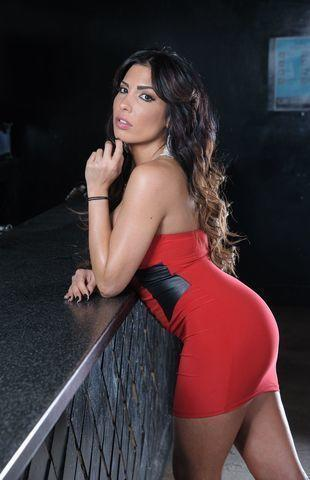models Natalie Guercio 19 years uncovered art in public