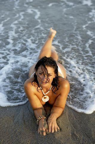actress Natalie J. Robb 21 years k naked foto beach
