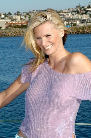 models Natasha Henstridge 24 years sky-clad pics beach