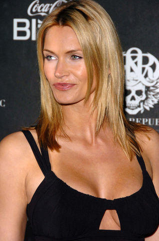 actress Natasha Henstridge young bareness art home