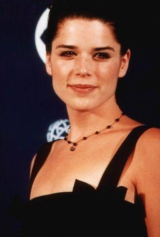 actress Neve Campbell 18 years spicy photos in public