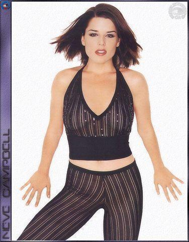 celebritie Neve Campbell 21 years uncovered art in public