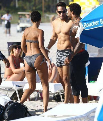 actress Nicole Murphy 18 years amative picture beach