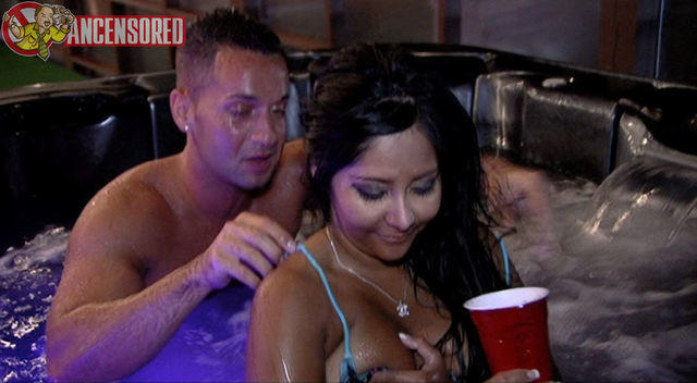actress Nicole Snooki Polizzi 2015 Without brassiere picture in the club