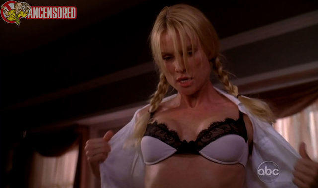 actress Nicollette Sheridan 21 years Without clothing snapshot in public