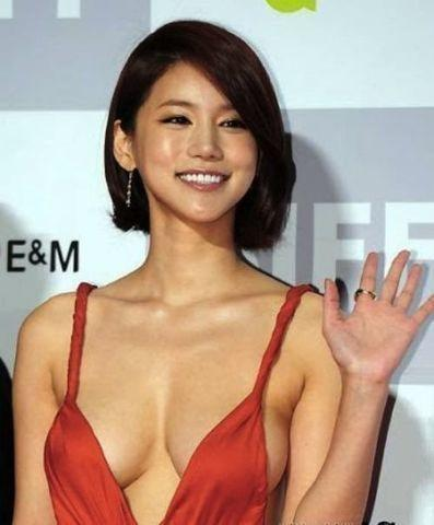 celebritie Oh In Hye 20 years bawdy photos beach