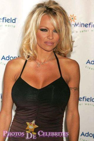 actress Pamela Anderson 19 years risqué picture in the club