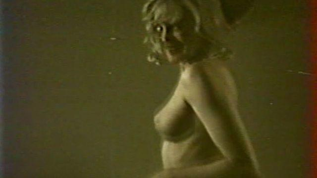 actress Pamela Stanford 25 years naked foto beach