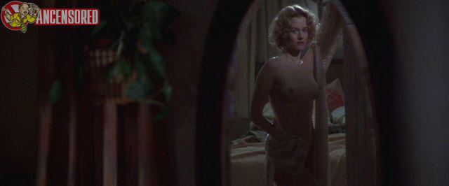 celebritie Penelope Ann Miller 24 years seductive picture home