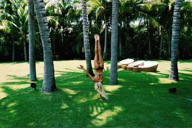 celebritie Pia Mia Perez 23 years naturism picture home