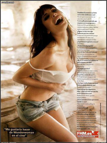 celebritie Pilar Rubio 24 years bosom photoshoot beach