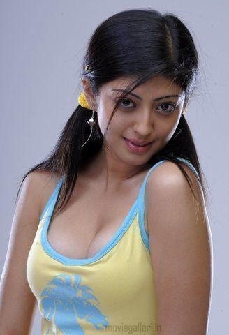 models pranitha young indelicate photo in the club