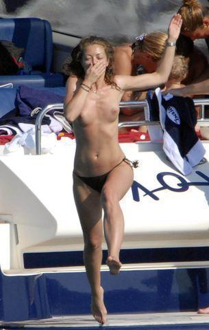 celebritie Rebecca Gayheart 22 years sensual photoshoot in public