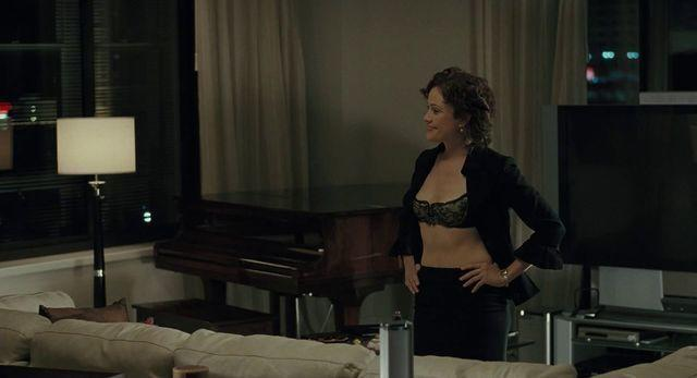 celebritie Reiko Aylesworth young overt art in public