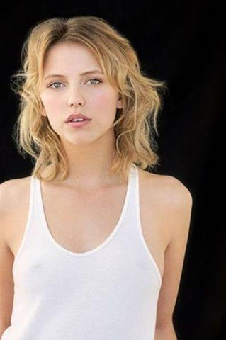 models Riley Voelkel young bare photography in public