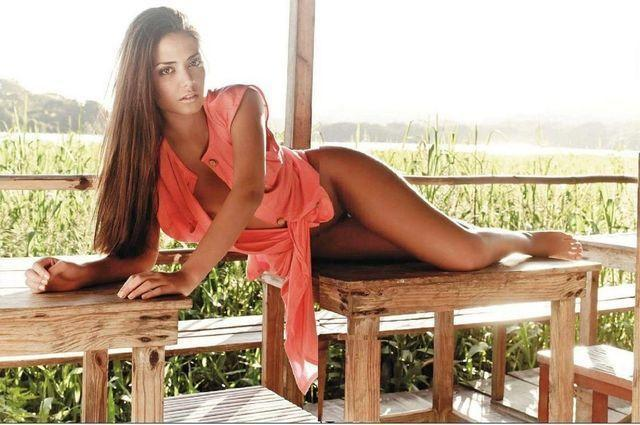models Romina Aranzola 23 years carnal image in public