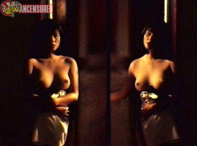 actress Rosanna Roces 21 years Without bra photo in the club
